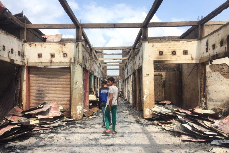 Kebakaran di Pasar Kelurahan Sungai Salak hanguskan ratusan los kios