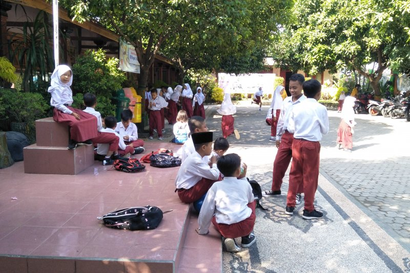 Siswa SD Mataram dipulangkan saat gempa Bali