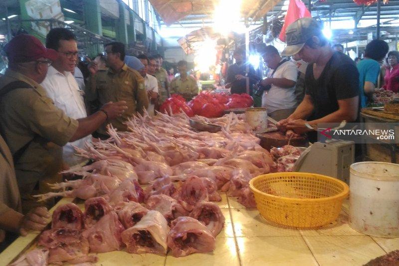 Daging ayam di Pontianak Rp25.000/kg