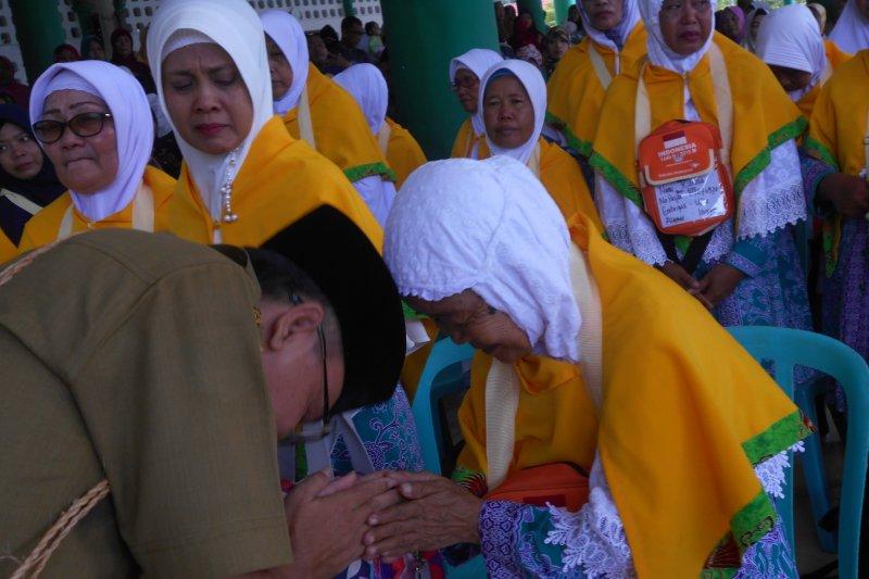Dilepas di Masjid Agung Baiturrahman, calhaj Biak dilepas ke Makassar
