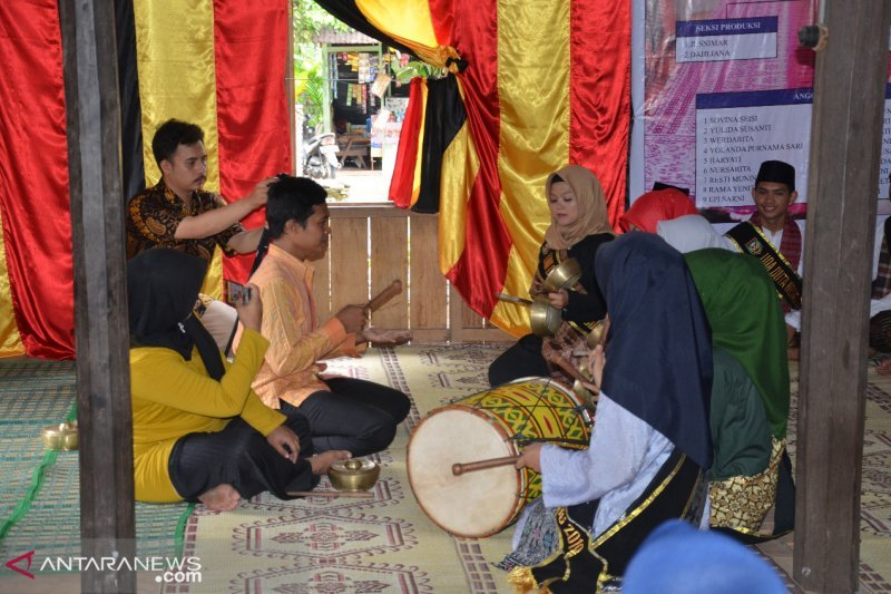 Candidates for Uda Uni Sijunjung are equipped with traditional arts