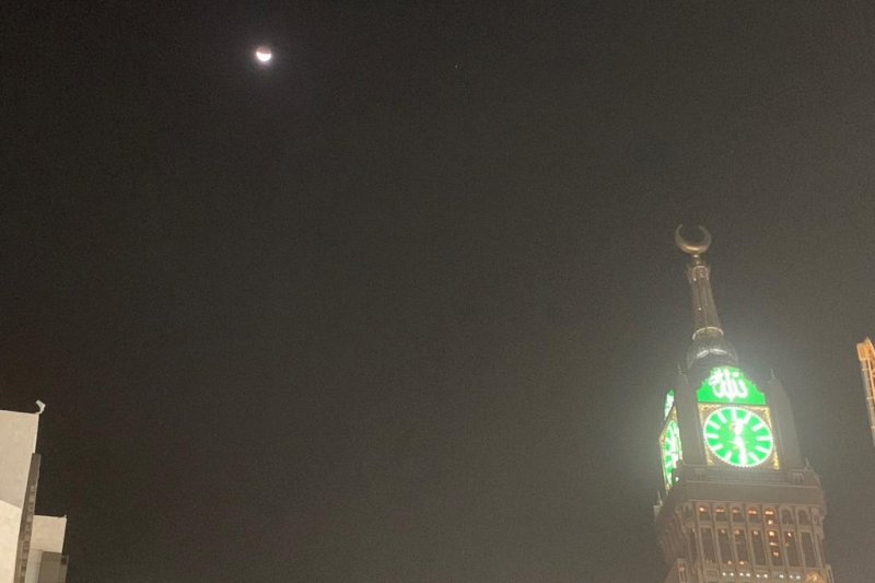 Shalat khusuf gerhana bulan  dilakukan hampir sejam di Masjidil Haram
