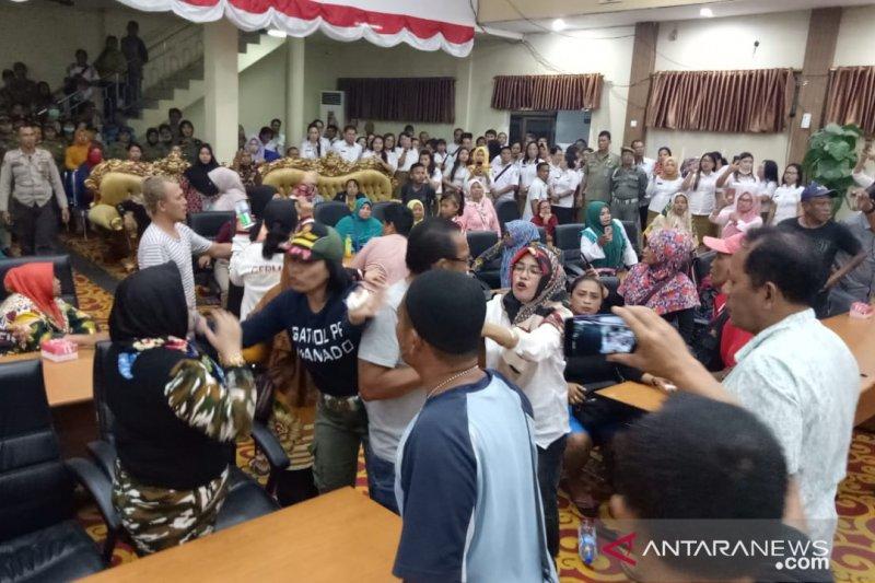 Komisi II DPRD Manado hearing Pol PP dan pedagang