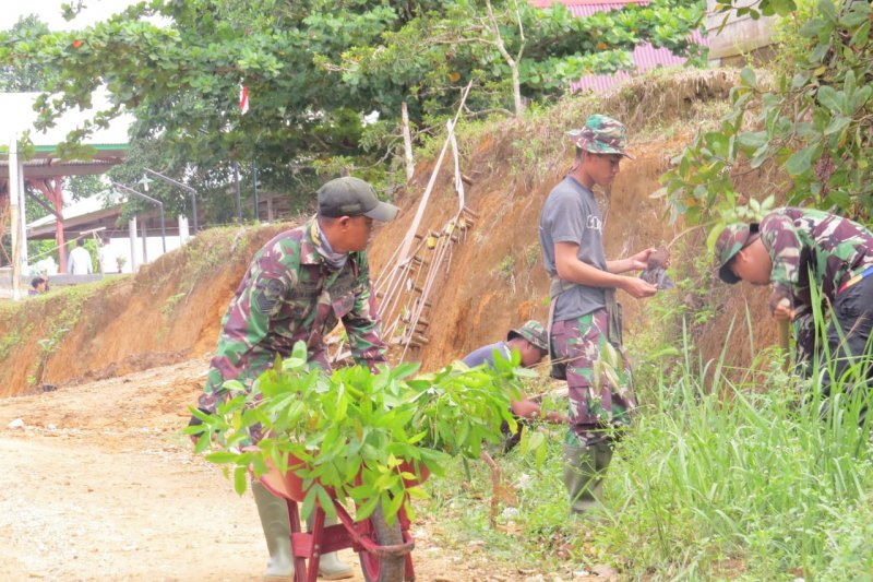 Cegah Longsor, Satgas TMMD ajak masyarakat tanam durian
