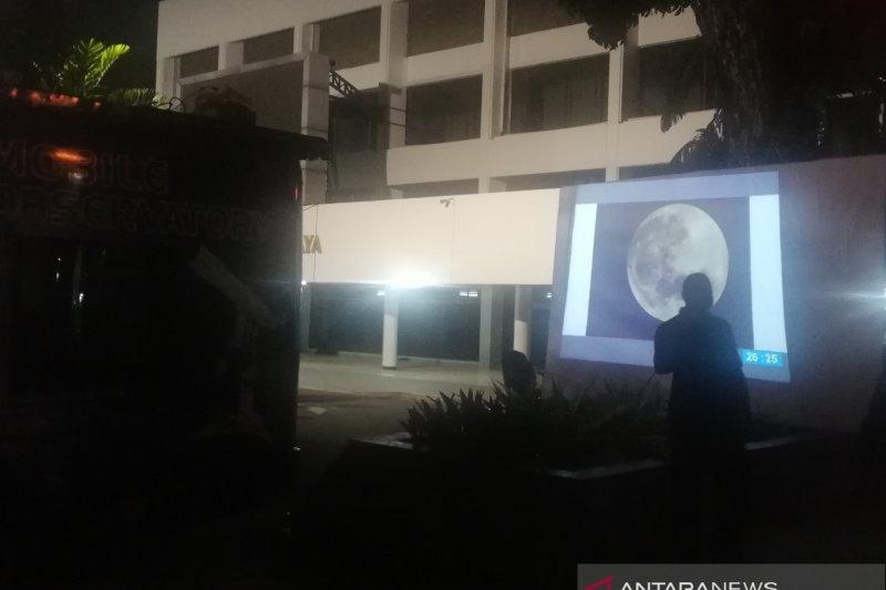 Planetarium Jakarta rutin ajak warga teropong bulan 72 kali setahun