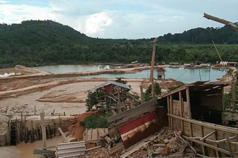 Pulau Patah Karimun digerogoti penambang pasir