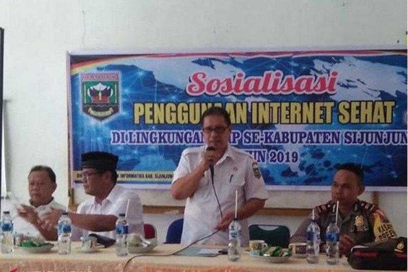 Pelajar SMP Sijunjung diberi sosialisasi internet sehat