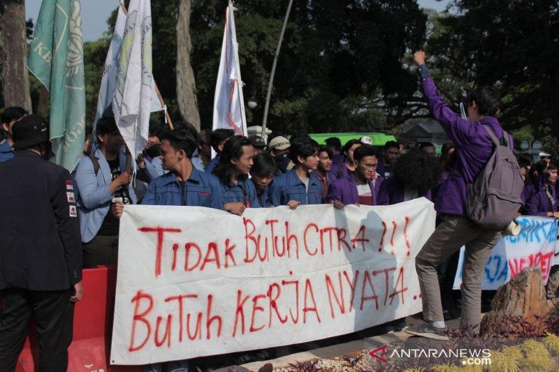 Mahasiswa Bogor tuding Bima Arya sering pencitraan, ini jawabannya