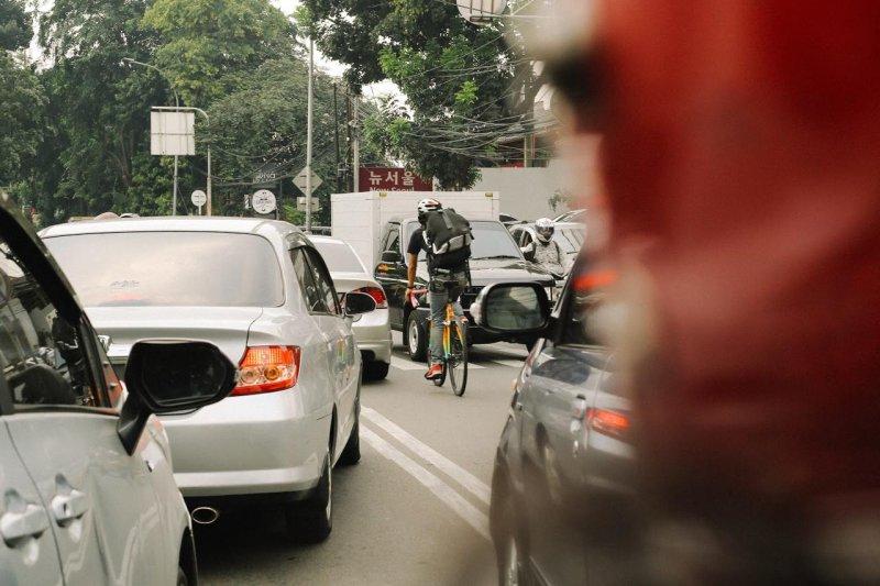 Kurir sepeda penyedia jasa logistik yang ramah lingkungan
