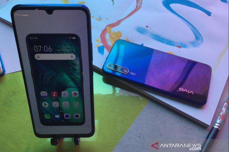 Vivo S1, ponsel tiga kamera dengan desain menggoda