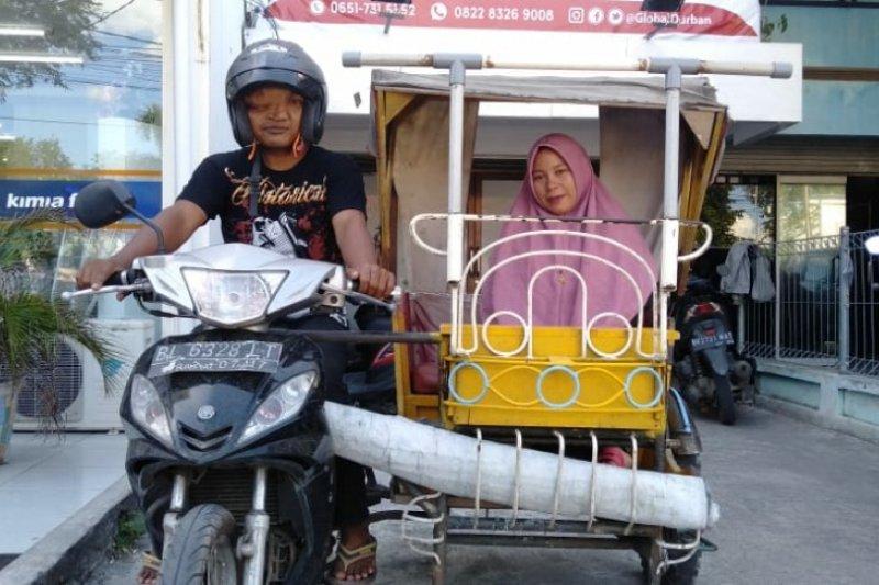Nurfaizah penyandang difabel ajarkan baca Alquran di Aceh