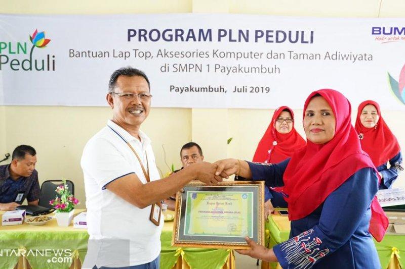 PLN bantu dua sekolah 16 unit komputer, dukungan kesiapan prasarana UNBK