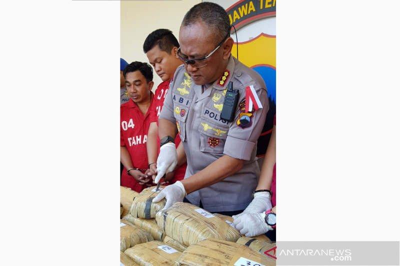Polrestabes Semarang gagalkan pengiriman 30 kg ganja di bus