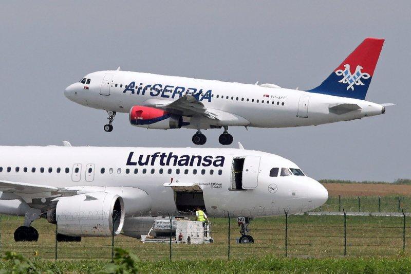 Penerbangan pesawat ini dibatalkan karena ancaman bom