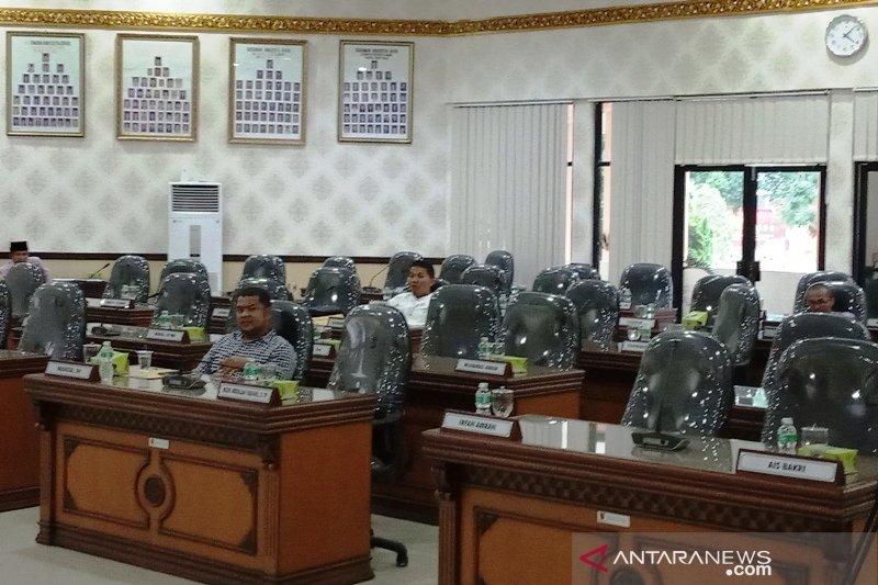 Cuma lima anggota DPRD Agam yang menghadiri sidang paripurna