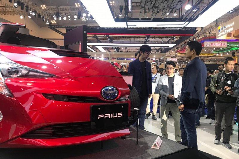 Ini kelebihan mobil hibrid Toyota sehingga penjualannya tumbuh pesat