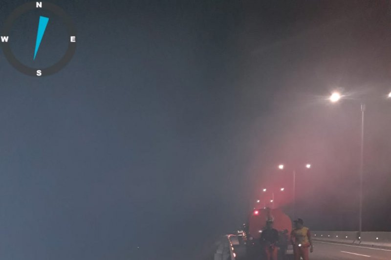 Kebakaran semak belukar berkobar di kawasan Tol Palindra