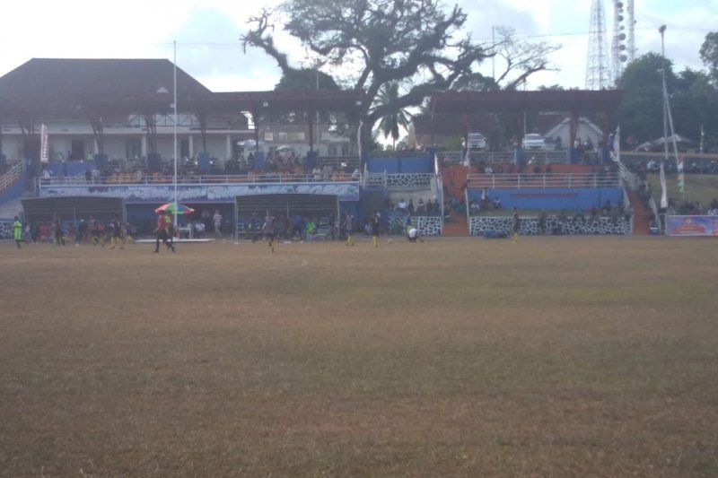 Kejurda Sepakbola U-15 di Lingga sepi penonton