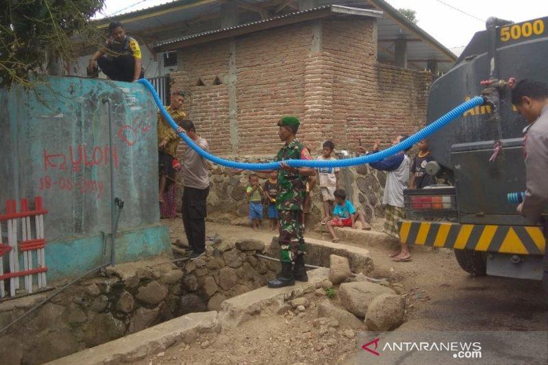 Warga kekurangan air bersih, Polres Bima turun tangan membantu