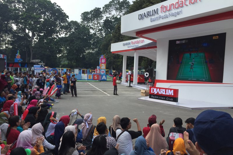 Penggemar yang kehabisan tiket Indonesia Open, nobar semifinal di depan Istora
