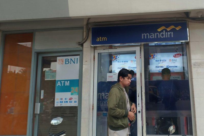 Nasabah Bank Mandiri Palembang  sempat   panik tidak bisa transaksi