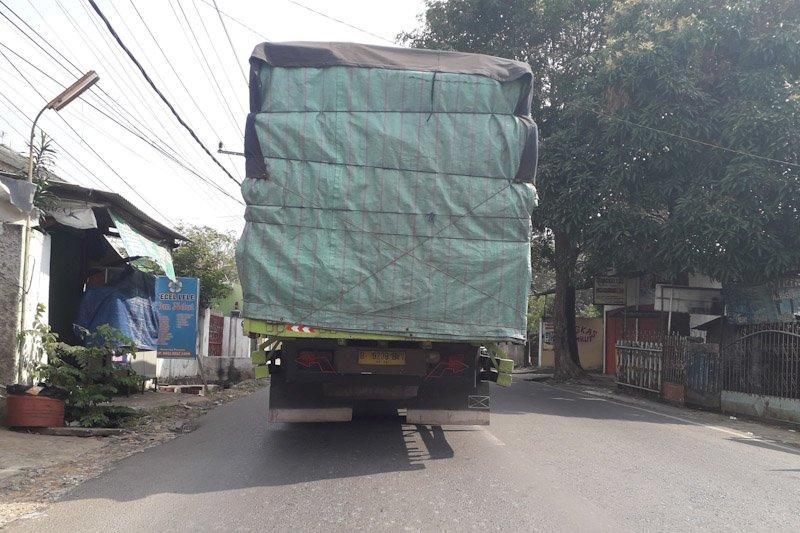 Warga Mesuji keluhkan debu dan polusi dari kendaraan besar pengangkut barang