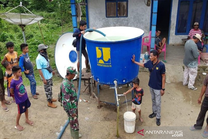 Kementerian PUPR salurkan air bersih bagi pengungsi gempa Malut