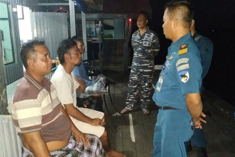 Korban tenggelamnya KLM Seruyan Raya dievakuasi ke Sampit