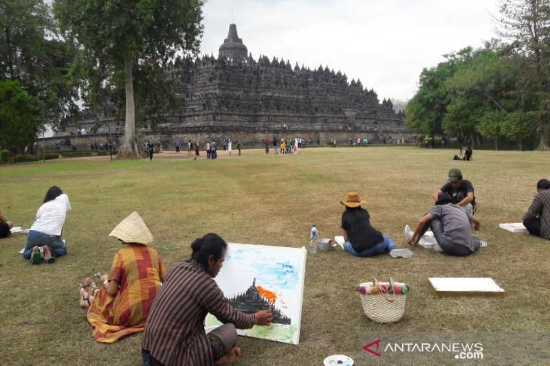 Puluhan seniman Indonesia-Vietnam melukis di pelataran Candi Borobudur