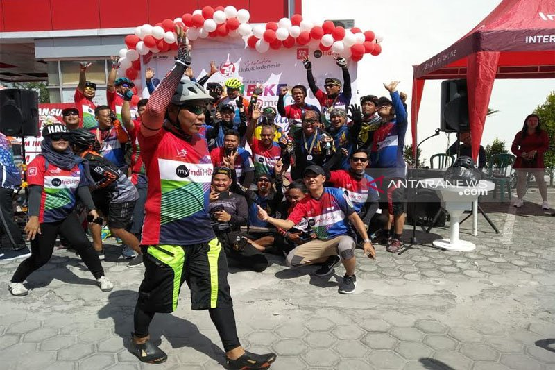 Jalin kebersamaan, Telkom Kalteng gowes bareng ratusan pecinta sepeda