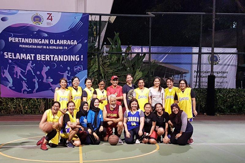 Xanana pimpin Timor Leste dalam pertandingan basket melawan Kemlu RI