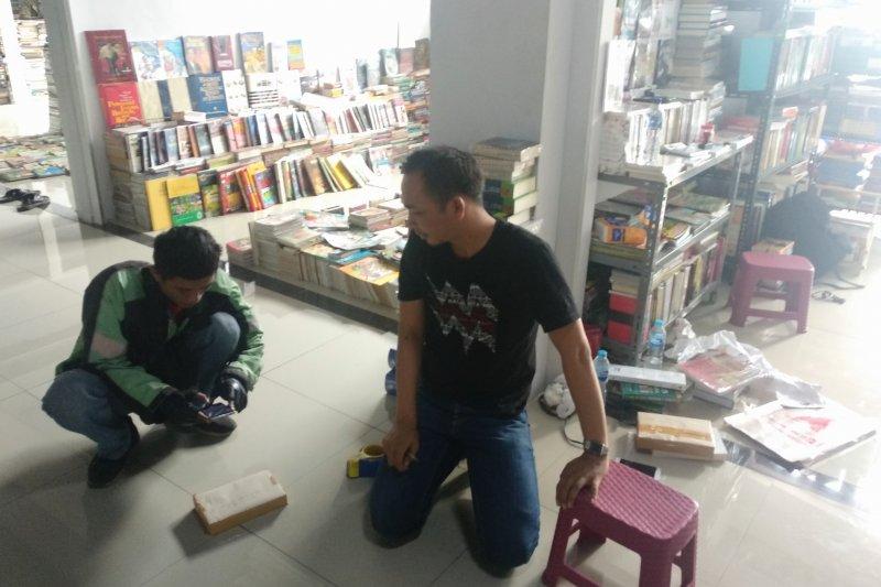 Pedagang buku beralih ke daring karena penjualan konvensional sepi