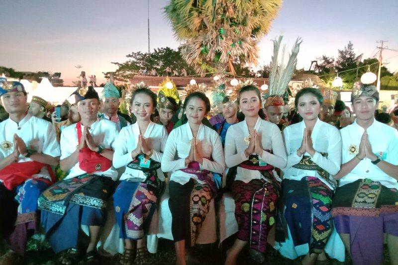 Peserta kenakan baju adat khas daerah di penutupan FAN 2019