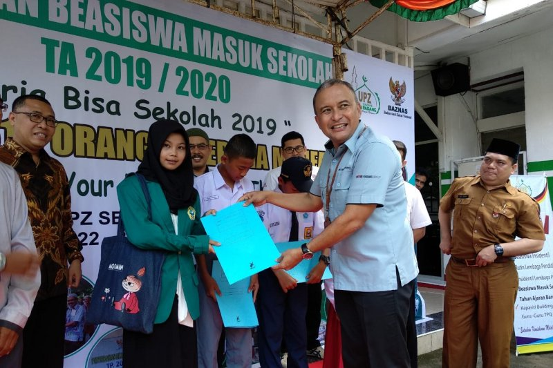 Baznas Semen Padang salurkan bantuan masuk sekolah Rp1,06 miliar