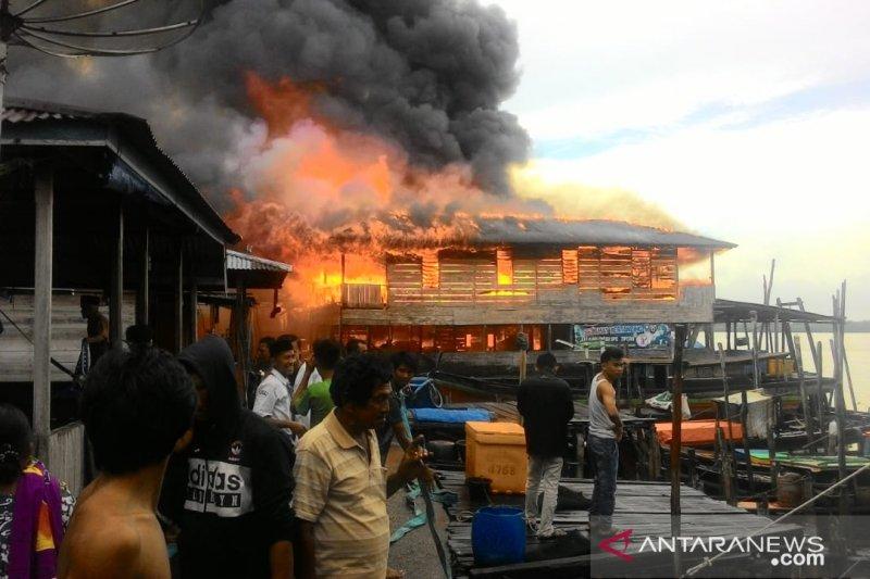 Kebakaran hanguskan 15 rumah nelayan nipah panjang berasal dari gudang ikan