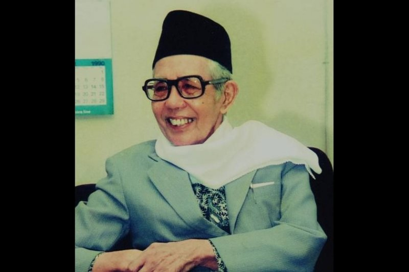 111 tahun Pak Menteri berkemeja tambalan