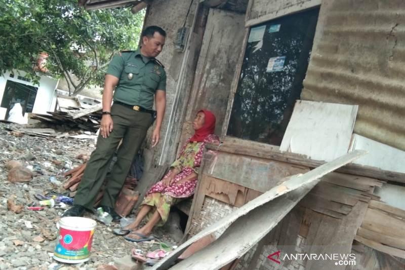 TNI bantu pembangunan rumah keluarga miskin di Garut