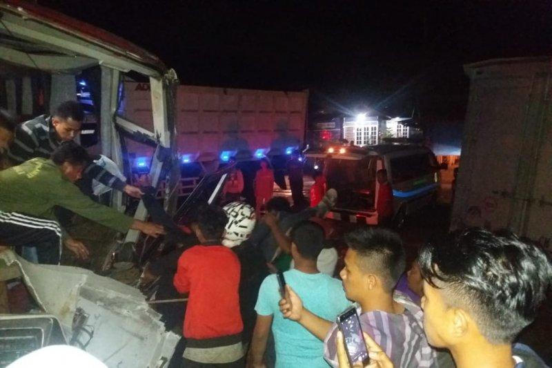 Dua penumpang tewas akibat kecelakaan bus