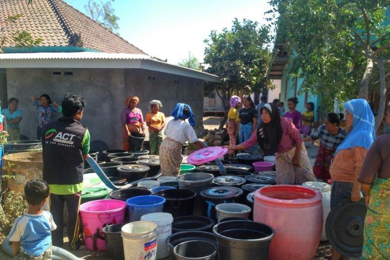ACT distribusikan air bersih untuk warga Sekaroh terdampak kekeringan