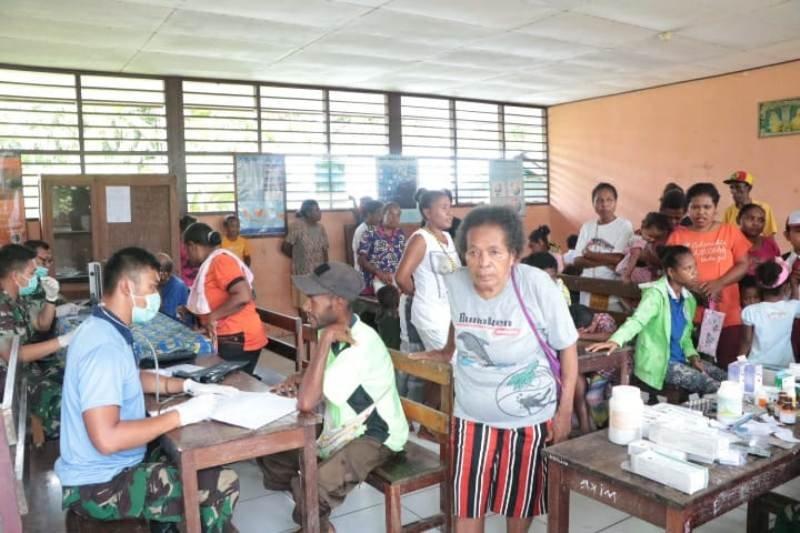 Lanud Manuhua beri pengobatan gratis warga dua kampung di Biak Numfor