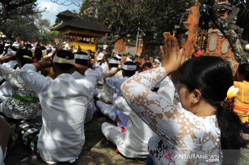 Gempa Jembrana, persembahyangan Galungan di Bali tetap lancar