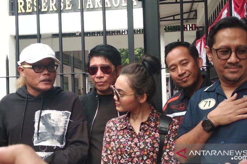 Sule dan Andre kunjungi Nunung di Polda Metro