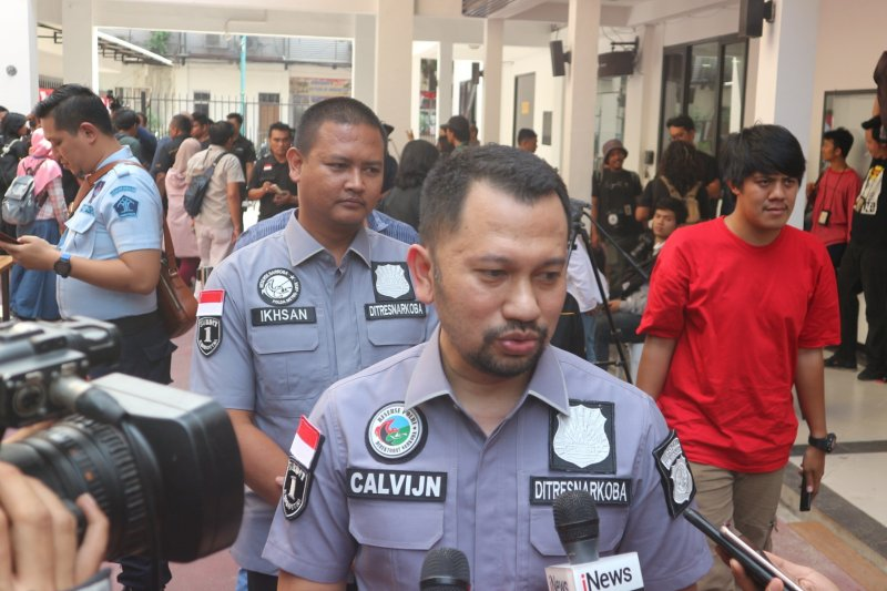 Polisi bentuk tiga tim buru buronan pemasok sabu ke Nunung
