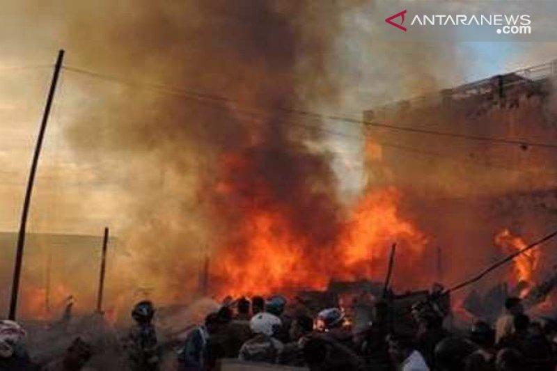 Misteri terbakarnya sejumlah kampung adat di NTT