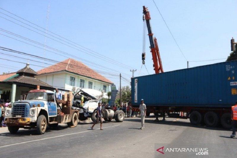 Truk kontianer rem blong, satu korban tewas
