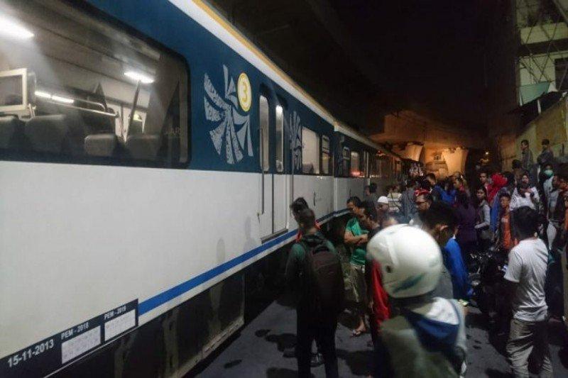 KA Railink Bandara Kualanamu gagal berangkat akibat ditabrak mobil