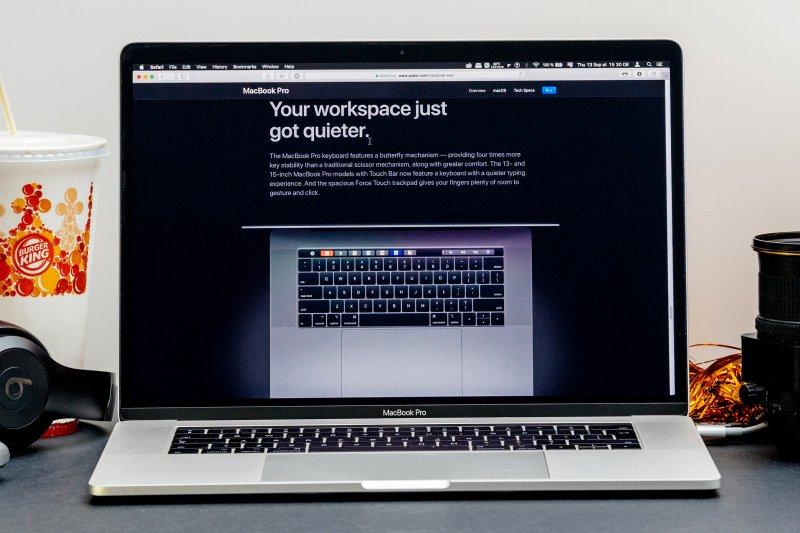 Pengguna Apple disarankan lepas penutup kamera sebelum tutup laptop