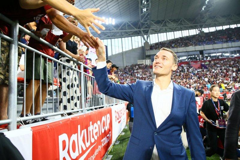 Bintang Arsenal Vermaelen susul Iniesta