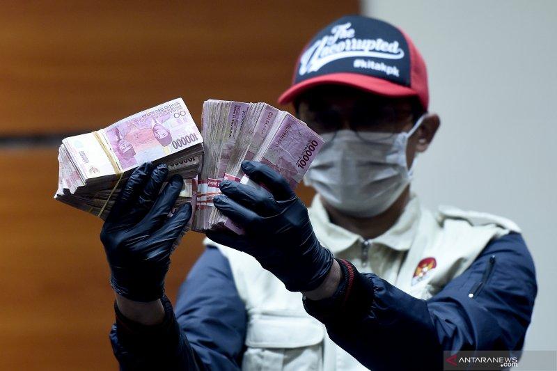 KPK amankan bukti transfer Rp2 miliar terkait OTT