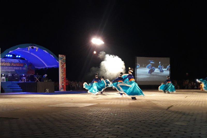 """Tradisi """"Nyuluh"""" dperlombakan dalam  Funtouristic Festival Natuna"""